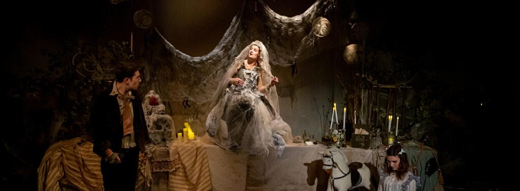 Photograph from Great Expectations - lighting design by chuma