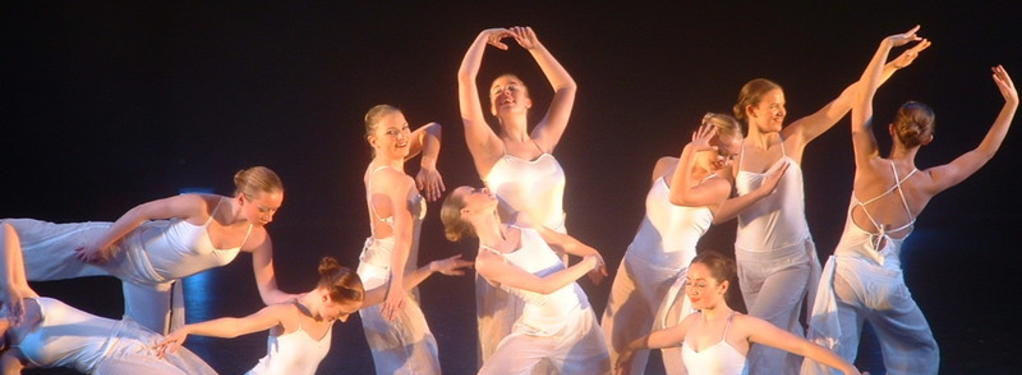Photograph from Anything Goes - lighting design by Pete Watts