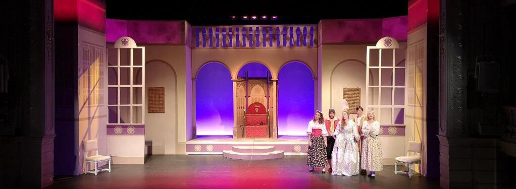 Photograph from The Gondoliers - lighting design by Eric Lund
