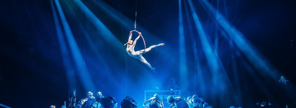 Photograph from Cirque Stratosphere - lighting design by Paul Smith