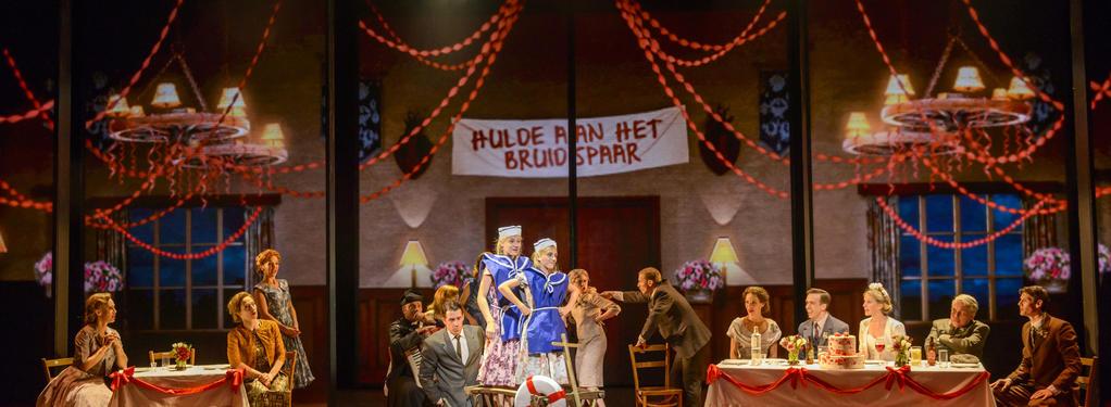 Photograph from Moeder Ik Wil Bij De Revue - lighting design by Andrew Voller