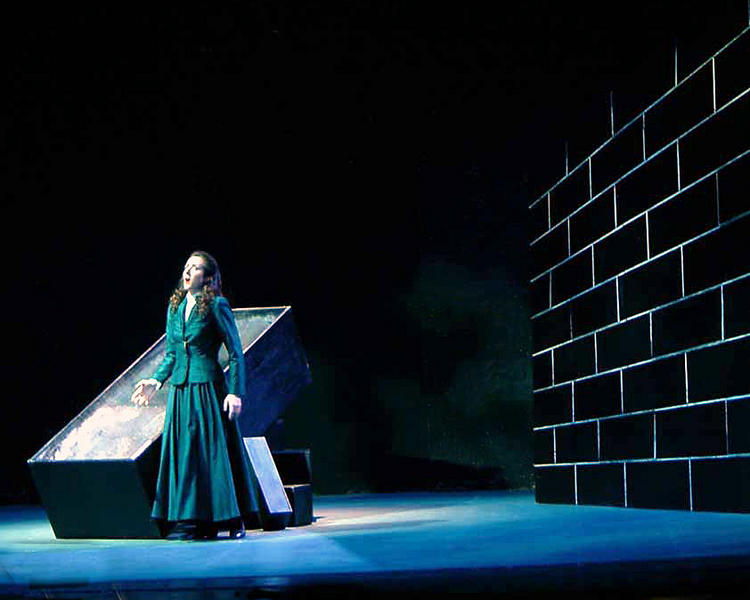 Photograph from Lucia di Lammermoor - lighting design by Ian Saunders