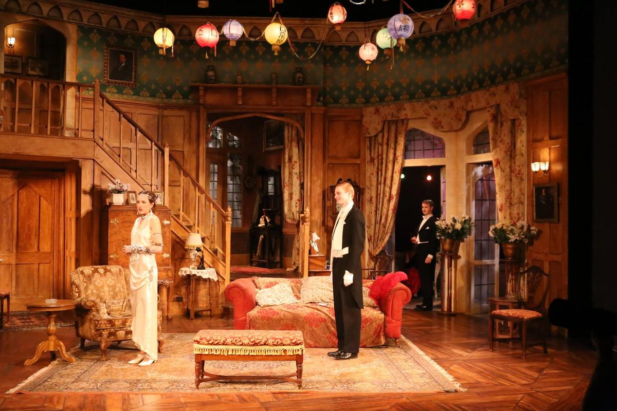 Photograph from Easy Virtue - lighting design by Max Blackman