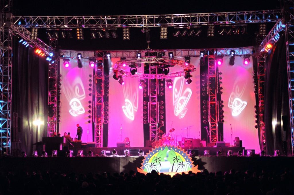 Photograph from Amr Diab Live Concert at Dream Park 2002 - lighting design by Mohamed Ghanem