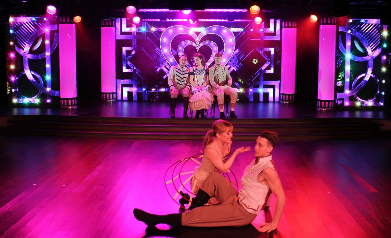 Photograph from Hollywood Ovation - lighting design by David Totaro