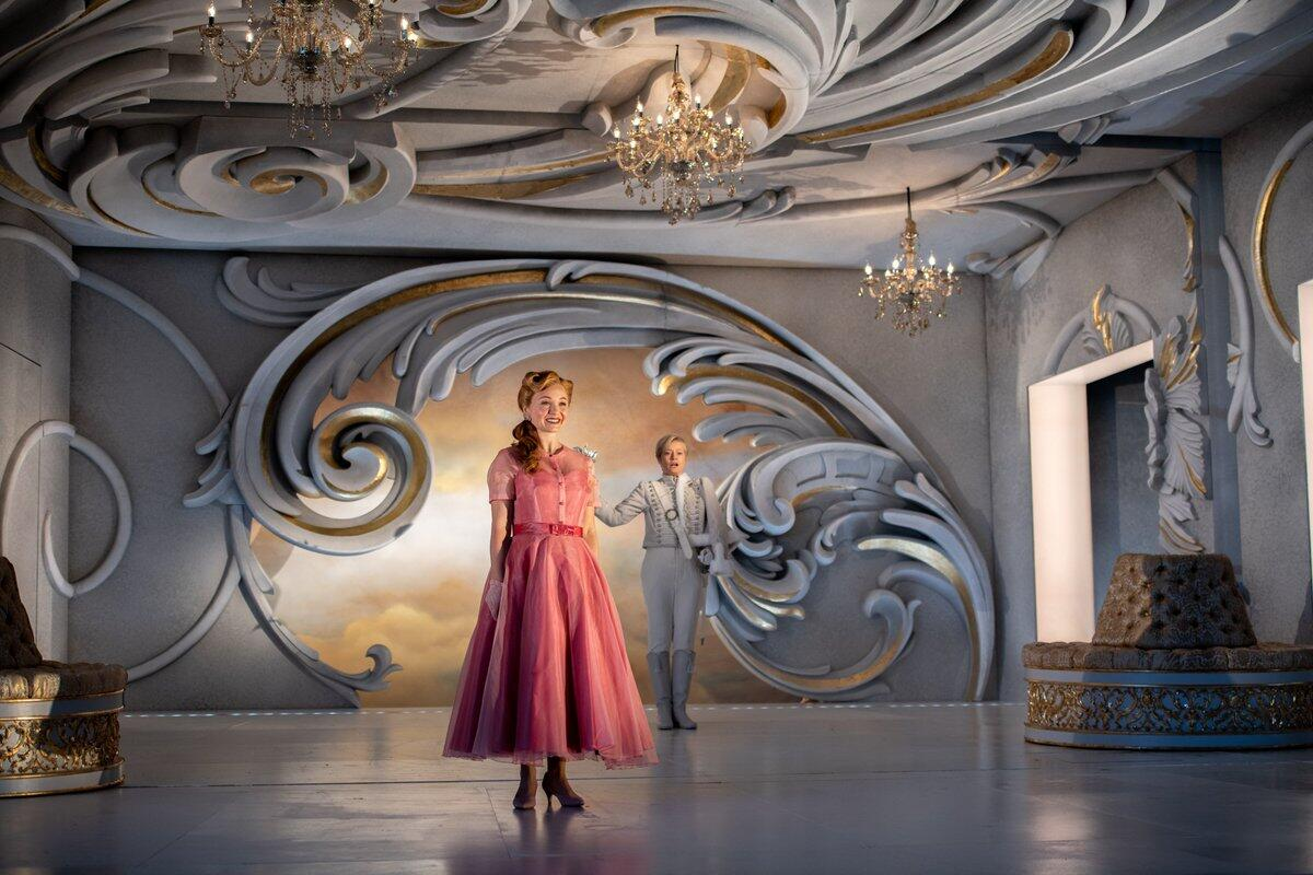 Photograph from Der Rosenkavalier - lighting design by Malcolm Rippeth