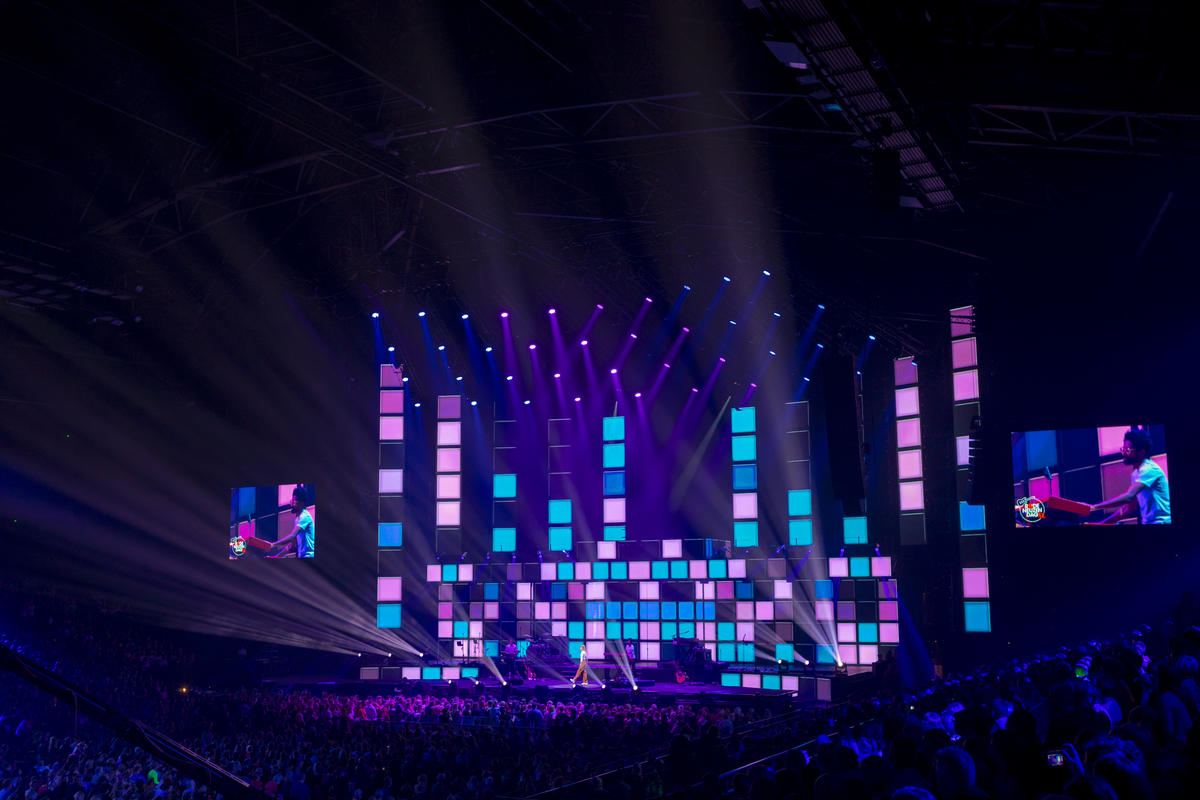 Photograph from Rode Neuzen Dag XL charity show - lighting design by Luc Peumans