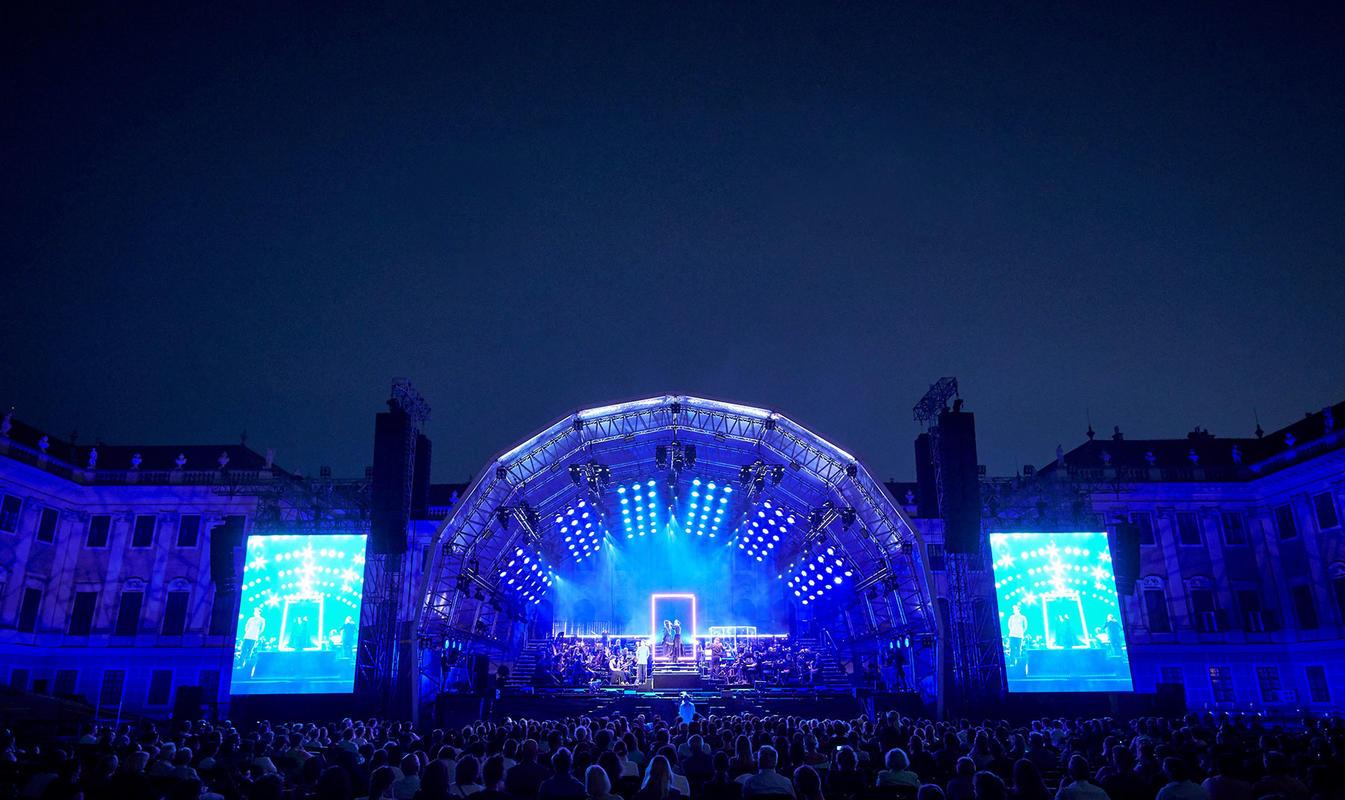 Photograph from Elisabeth ( Concert version ) - lighting design by Michael Grundner