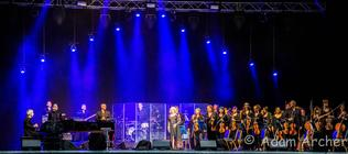 Photograph from Elaine Paige & Philharmoic Orchestra - lighting design by Archer