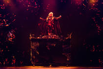 Photograph from Hans Klok - House of Horror - lighting design by Luc Peumans