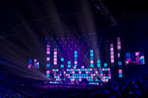 Photograph from Rode Neuzen Dag XL charity show - lighting design by Luc Peumans